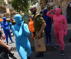 'Prizma Ensemble' get colorful during Jane's Walk in Jerusalem