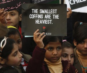 Pakistanis protest against Taliban attack on school