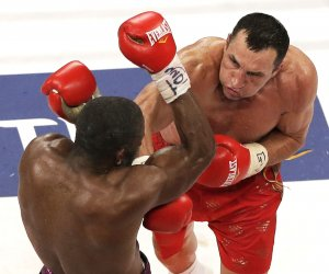 Wladimir Klitschko wins the World Heavyweight Championship