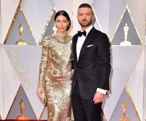 "<img src=""/img/camera.png"" style=""padding: 5px 5px 0 0; display: inline;"">Celebrity couples on the 89th annual Academy Awards red carpet"