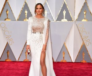 "<img src=""/img/camera.png"" style=""padding: 5px 5px 0 0; display: inline;"">Stars shine in white at 89th annual Academy Awards"