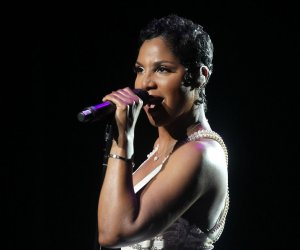 Toni Braxton headlines Variety's Dinner with The Stars