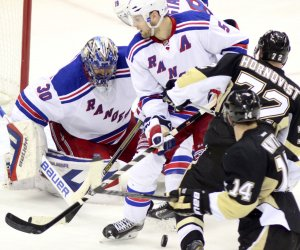 New York Rangers defeat Pittsburgh Penguins