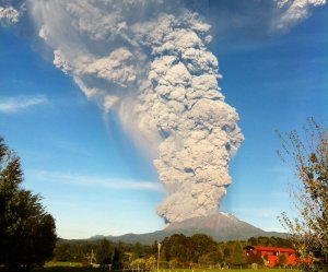 Chile's Calbuco volcano erupts for the first time since 1961