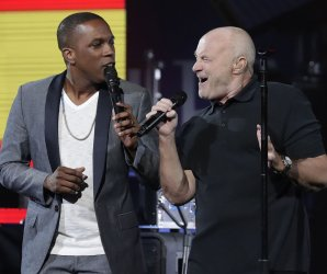 """<img src=""""/img/camera.png"""" style=""""padding: 5px 5px 0 0; display: inline;"""">Phil Collins kicks off the 2016 US Open at Arthur Ashe stadium"""