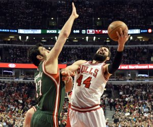 NBA Playoffs: Bulls beat Bucks on Game 2