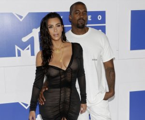"""<img src=""""/img/camera.png"""" style=""""padding: 5px 5px 0 0; display: inline;"""">On the red carpet at the 2016 MTV Video Music Awards"""