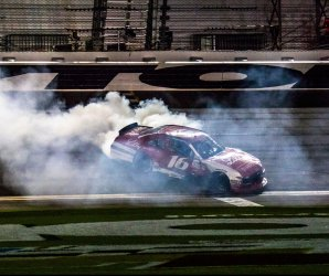 "<img src=""/img/camera.png"" style=""padding: 5px 5px 0 0; display: inline;"">Getting revved up for the Daytona 500"