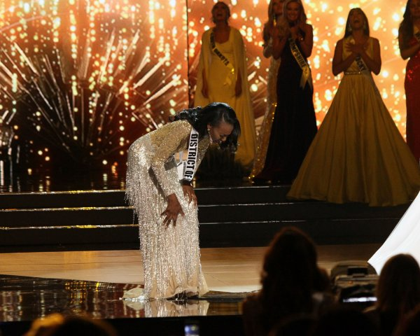 Barber Dc : Miss District of Columbia USA, Deshauna Barber reacts after winning ...