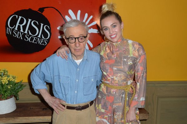 Miley Cyrus sticks by vow to boycott red carpets