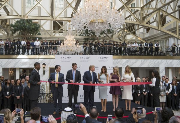 Donald Trump and family open the Trump International Hotel ...