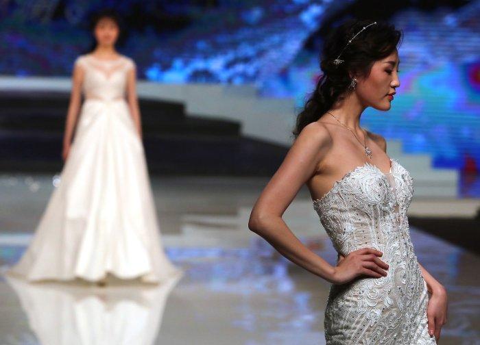 in photos  ren chunhua show at china fashion week