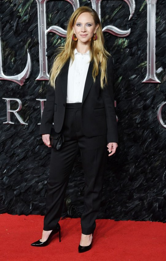 Elle Fanning Angelina Jolie Attend London Maleficent