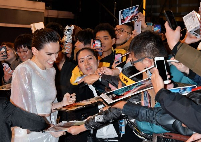 In Photos Daisy Ridley John Boyega Attend Star Wars Premiere In Tokyo All Photos Upi Com
