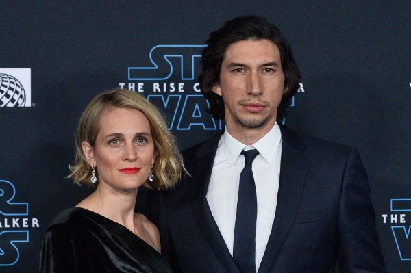 In Photos Adam Driver Mark Hamill Attend La Star Wars Rise Of Skywalker Premiere All Photos Upi Com