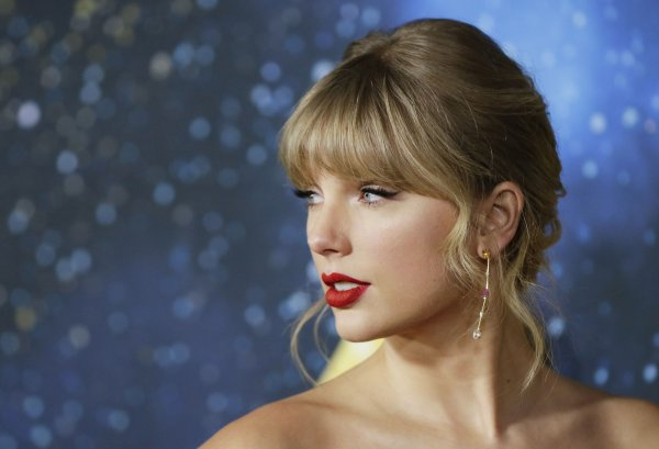 In Photos Taylor Swift, cast and crew attend \u0027Cats