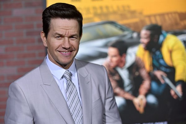 In Photos Mark Wahlberg Attends Spenser Confidential Premiere In La All Photos Upi Com