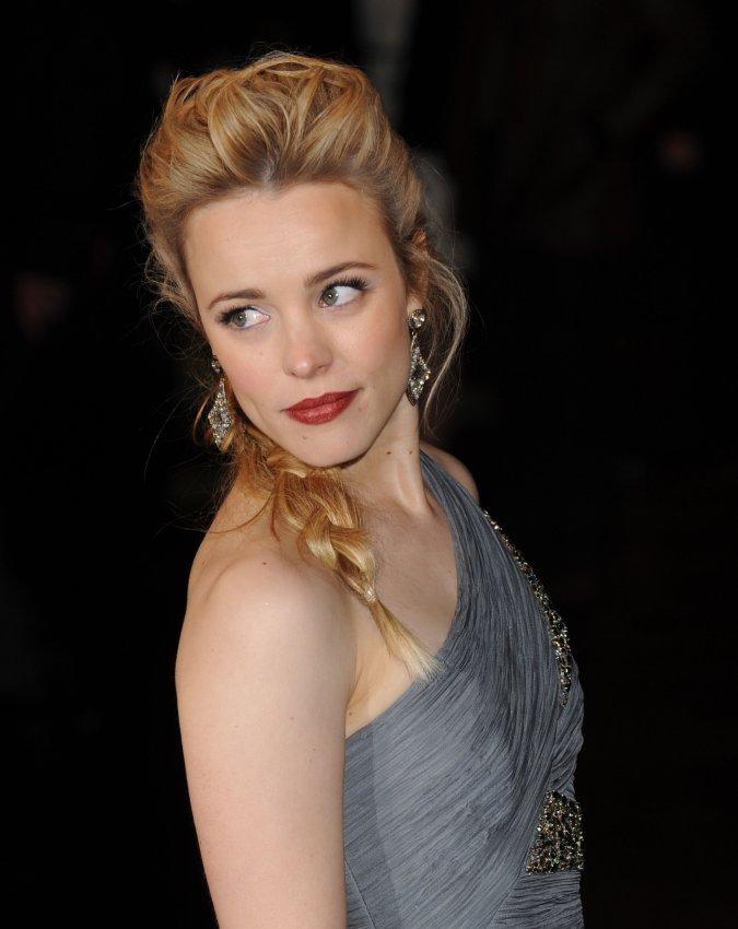 """Rachel McAdams attends """"Sherlock Holmes"""" premiere"""
