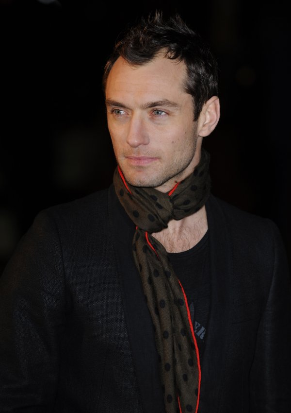 """Jude Law attends """"Sherlock Holmes"""" premiere"""