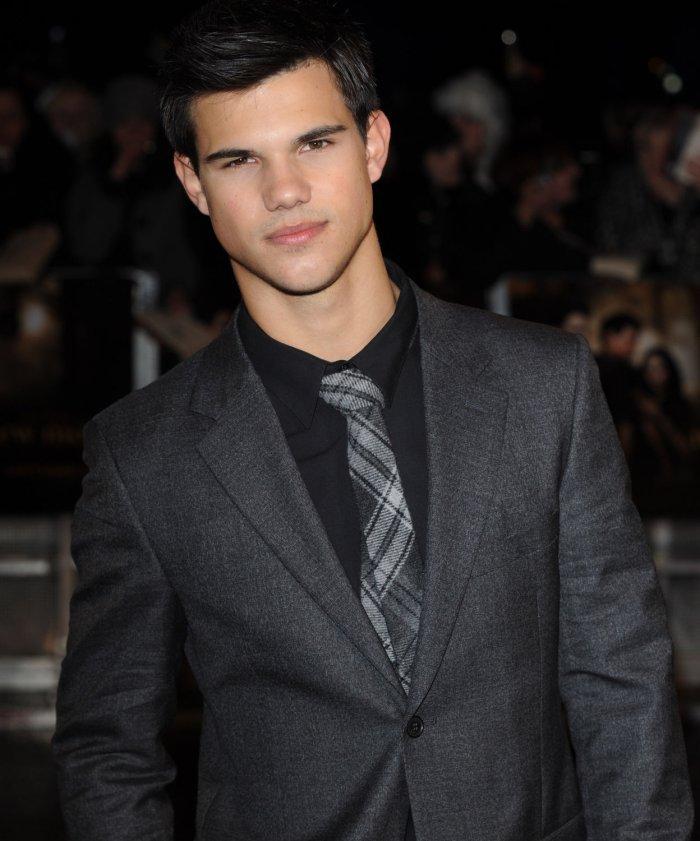 Taylor Lautner attends New Moon fan event in London