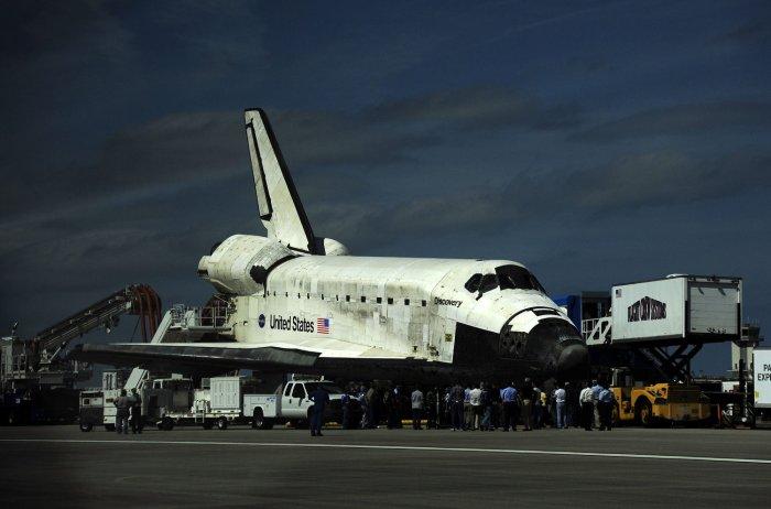 Space Shuttle Discovery back on Earth - UPI.com