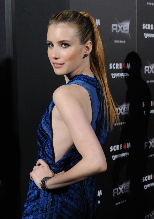 "Emma Roberts arrives at the ""Scream 4"" premiere in Los Angeles"