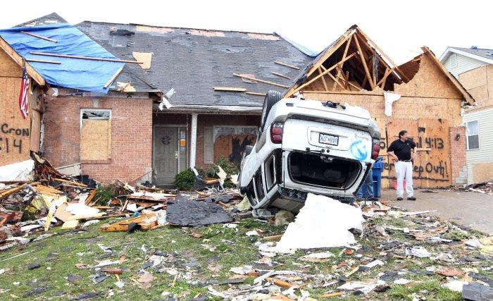 Tornadoes rip through the Midwest U S  - All Photos - UPI com