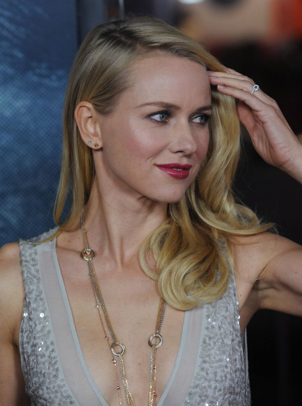 "Naomi Watts attends the premiere ""J. Edgar"" in Los Angeles"