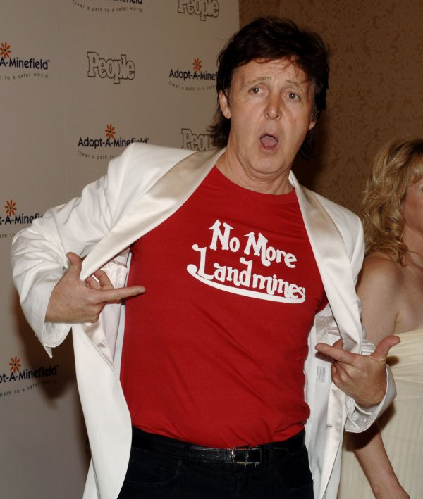 Paul McCartney Shows Off His No More Landmines T Shirt As He Arrives At The Adopt A Minefield Fifth Annual Gala In Beverly Hills California Novemberr 15