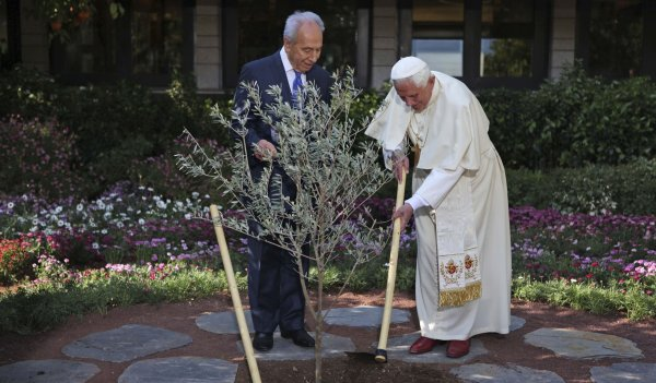 Pope Benedict XVI and President Shimon Peres