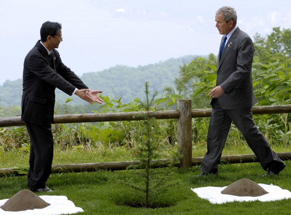 Prime Minister of Japan Yasuo Fukuda and U.S. President George W. Bush