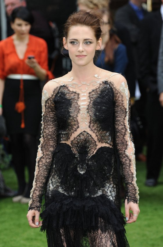 "Kristen Stewart attends the World premiere of ""Snow White And The Huntsman"" in London"