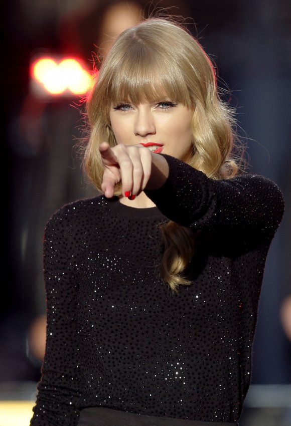 Taylor Swift performs on the Good Morning America Show in Central Park in New York