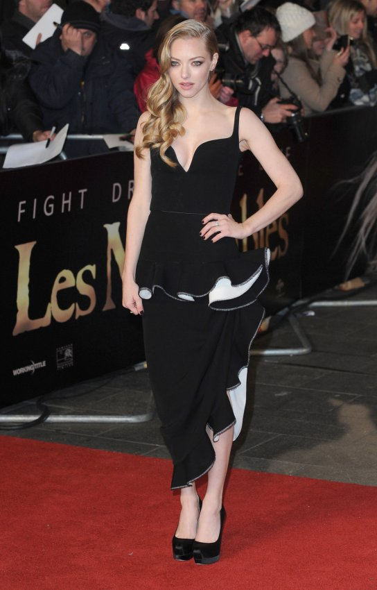 "Amanda Seyfried attends The World premiere of ""Les Miserables"" in London."