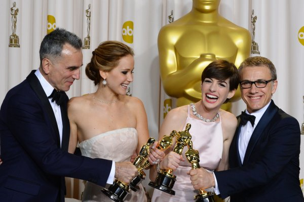 J-Law laughs with fellow Oscar-winners