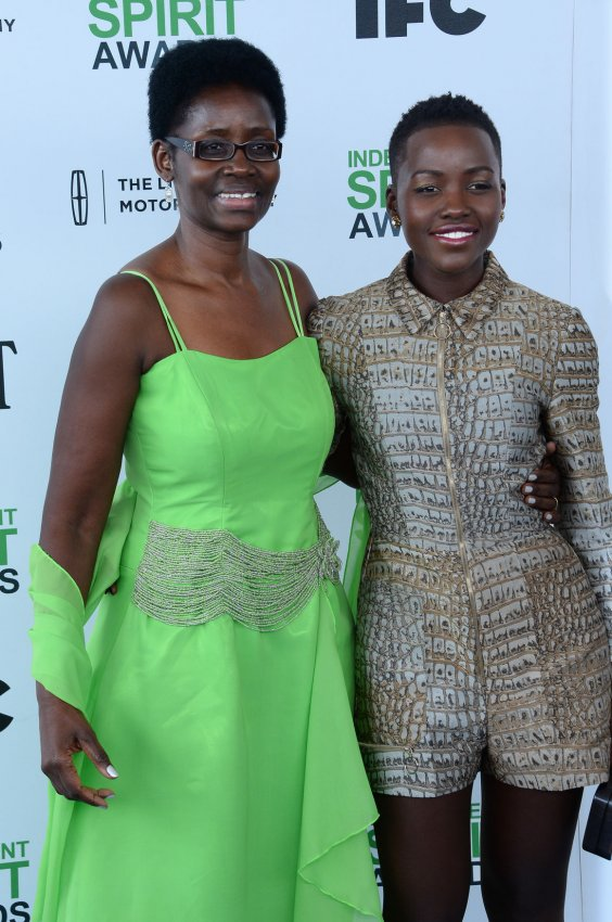Lupita Nyong'o (R) and her mother Dorothy