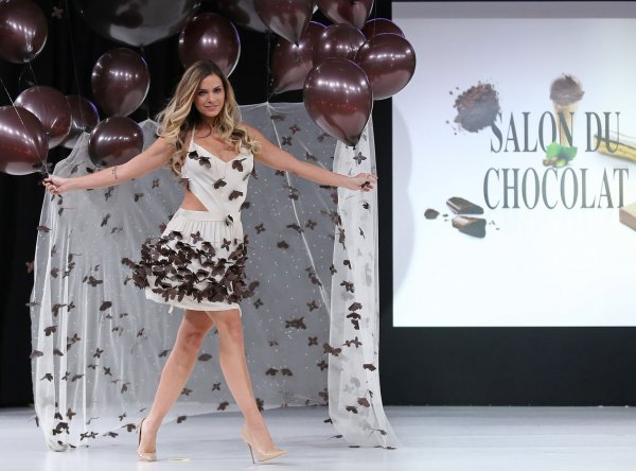 https://www.google.es/url?sa=i&rct=j&q=&esrc=s&source=images&cd=&cad=rja&uact=8&ved=0CAYQjB0&url=http%3A%2F%2Fwww.upi.com%2FNews_Photos%2FEntertainment%2F2014-Chocolate-Fashion-Show-in-Paris%2Ffp%2F8661%2F&ei=nWlRVKulOq-CigLohIHADg&bvm=bv.78597519,d.ZGU&psig=AFQjCNHksUbumYEbV_BnCTOdcP5u5fh0eQ&ust=1414707816726640