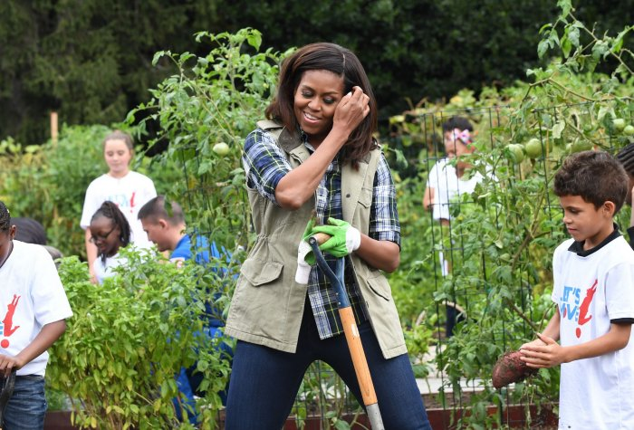 Alonzo Mourning Helps Michelle Obama With Annual White House Kitchen Garden Harvest Photos