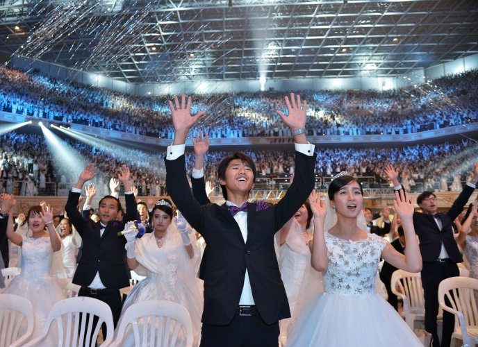 In Photos South Korean Church Holds Mass Wedding Ceremony