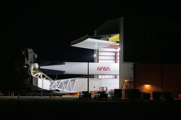 https://cdnph.upi.com/collection/ph/upi/12434/4204968531c595d82428c5e63e7e63d1/Astronauts-poised-to-return-to-space-from-US-soil_17_1.jpg