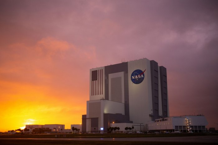 https://cdnph.upi.com/collection/ph/upi/12434/907f0a8ecbb7a7670fd356f4c2e23e69/SpaceX-NASA-prepare-to-return-astronauts-to-space-from-US-soil_28_1.jpg