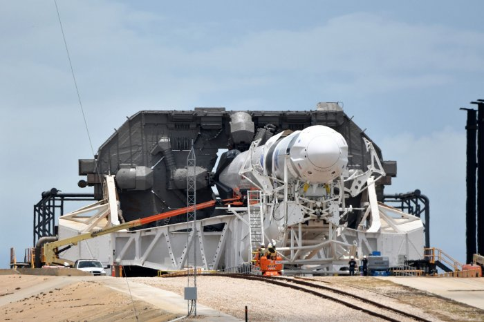https://cdnph.upi.com/collection/ph/upi/12434/c405c0207aad39938e898a7d876ed0df/SpaceX-NASA-prepare-to-return-astronauts-to-space-from-US-soil_30_1.jpg