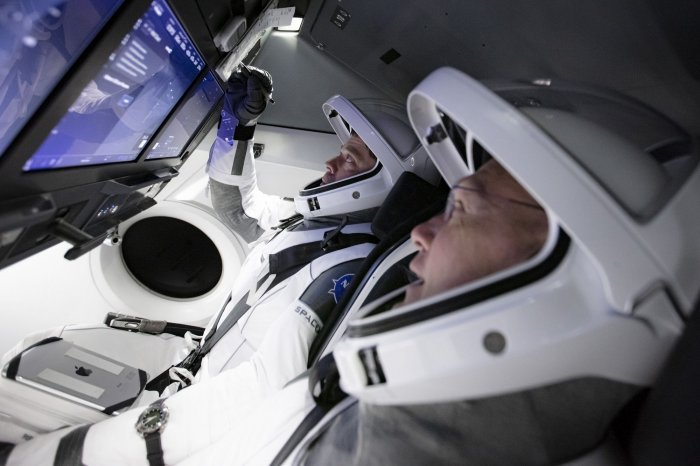 https://cdnph.upi.com/collection/ph/upi/12434/d1b0fec05f725eba7822d891c9c48cb8/SpaceX-NASA-prepare-to-return-astronauts-to-space-from-US-soil_7_1.jpg
