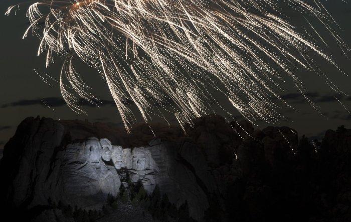 Eye Opener: Trump makes divisive speech at Mount Rushmore