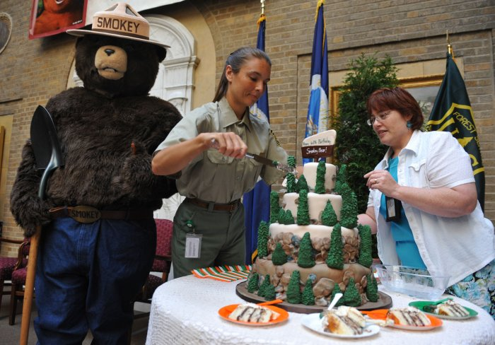 Smokey The Bear Turns 65 Photos Upi Com
