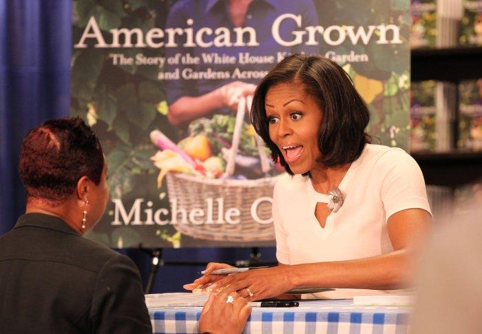 Michelle Obama Book Signing Slideshow Upi