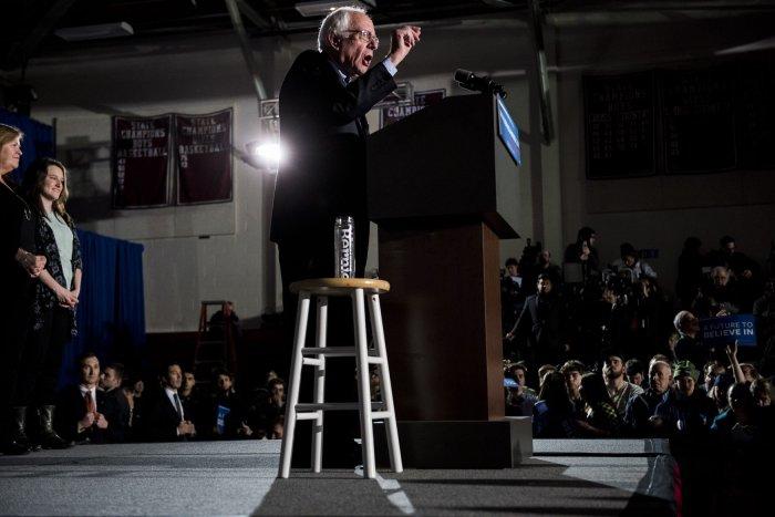 Bernie Sanders on the campaign trail - Photos - UPI.com
