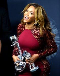 2014 VMAs: Backstage