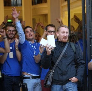 Apple Launches iPhone 6 in Paris