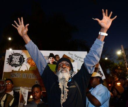 Caso Michael Brown: 61 detenidos por protestas durante la noche